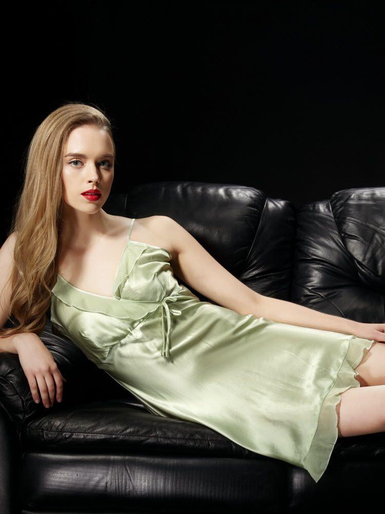 ライトグリーン色のシルクスリップ ランジェリー